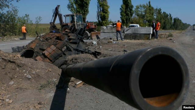 A turret and cannon from a Ukrainian Army tank is pictured at the site of a destroyed Ukrainian checkpoint outside the town of Olenivka near Donetsk.