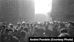 București, 21 decembrie 1989, ora 14:00, baricade