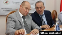 Руководитель аппарата президента РТ Асгат Сафаров (слева) и Экзам Губайдуллин
