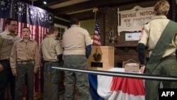 Čekanje u redu za glasanje, Dixville Notch, New Hampshire