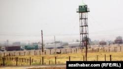 Туркменско-иранская граница в районе Серахса, Марыйская область Туркменистана.