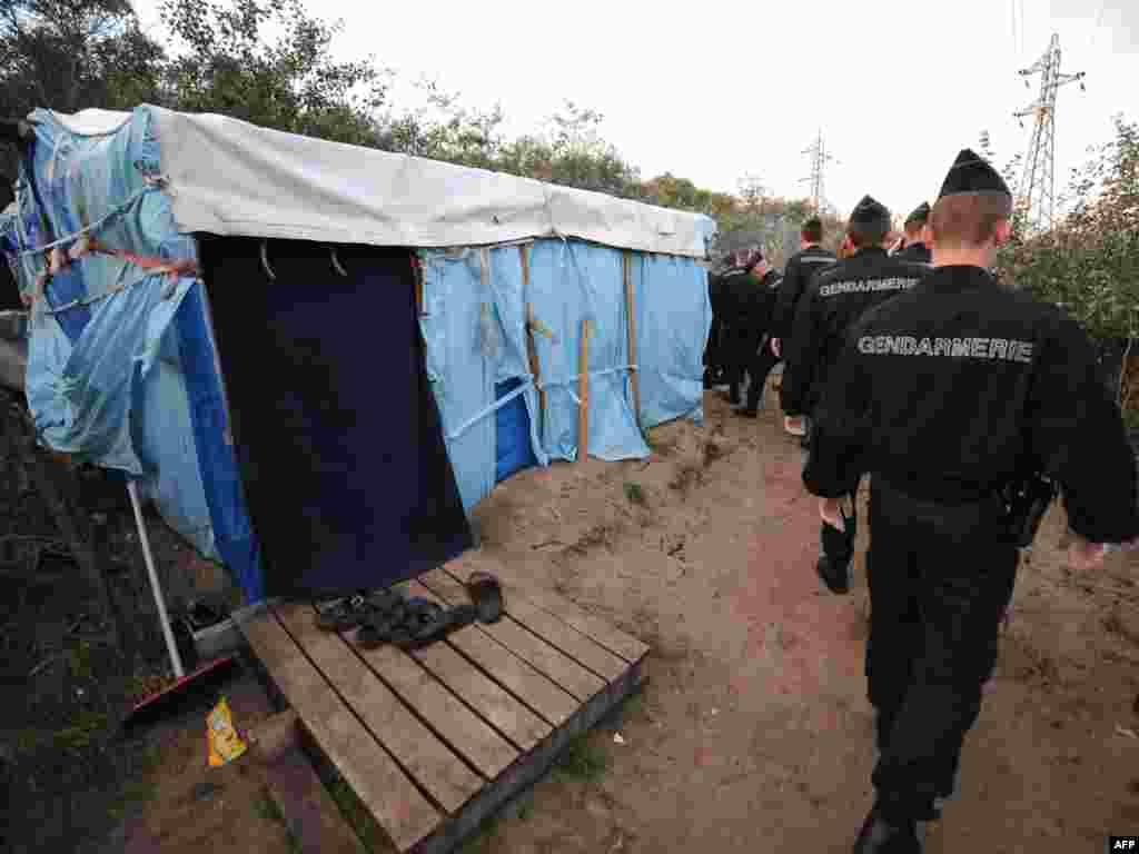 Во Франции полиция ликвидирует лагерь мигрантов