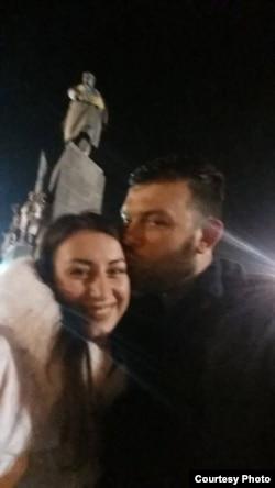 Браян Боєнджер зі своєю дівчиною, яку зустрів в Україні