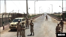 سربازان ایرانی در مرز افغانستان و ایران