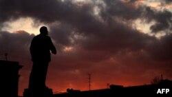 Күн батышты карап турган Лениндин эстелиги. Симферопол шаары, 12-март, 2014.