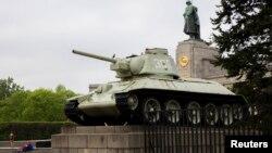 Германияда тұрған совет танкісі. Берлин, 24 сәуір 2014 жыл.