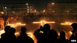 خاطره کاتین در لهستان زنده و حاضر است. هر ساله در گوشه و کنار کشور به بهانههای مختلفی مراسمی به یاد کشته شدگان کاتین برگزار میشود.