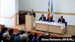 Молдова премьер-министры Юрие Лянкэ Комрат шәһәрендә гагауз хакимияте белән очраша. 22 гыйнвар, 2014