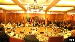 وزرای امور خارجه کشورهای عربی، ضمن انتقاد از حمله های اسرائيل به نوار غزه و توصيف آن به عنوان «جنايت جنگی و جنايت عليه بشريت» تهديد کردند که در پيشنهاد صلح دراز مدت با اسرائيل تجديد نظر می کنند.