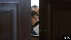 """Два от емеблематичните провали в мандата на Сотир Цацаров започнаха именно с разгласяване на доказателства пред медиите - по т.нар. афера """"Костинброд"""" и по делото за тефтера на Филип Златанов"""