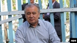 The leader of opposition Ata-Meken party Omurbek Tekebaev (file photo)