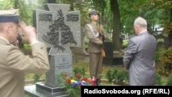 Пам'ятник жертвам Голодомору у Варшаві