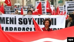 Türkiyədə aksiyaçılar ABŞ-a qarşı şüarlar səsləndirirlər