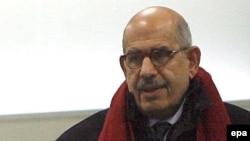 محمد ابرادعی، رییس آژانس بین المللی انرژی هسته ای در بدو ورود به تهران.
