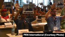 Delegates at the 85th PEN Congress in Manila, Phillippines, expressing support for imprisoned RFE/RL contributor Stanislav Aseyev.