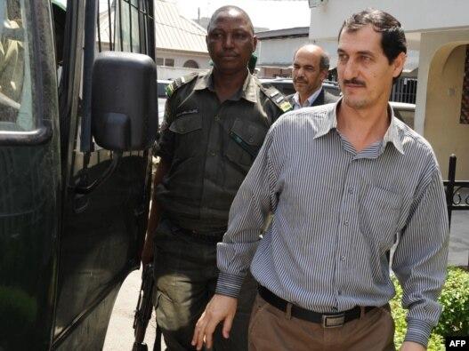 عظیم آقاجانی، ایرانی متهم به قاچاق اسلحه به نیجریه
