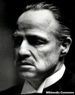 """Marlon Brando """"Xaç atası"""" filimdə"""