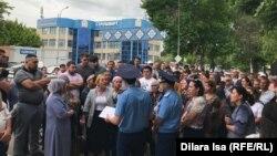 Протест несогласных с решением по делу об убийстве 24-летнего Хусана Турдиева. Шымкент, 21 мая 2019 года.