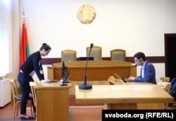 Сяргей Зікрацкі падчас суду над журналістам Андрэем Шаўлюгам. Працэс адбываўся па Скайпе