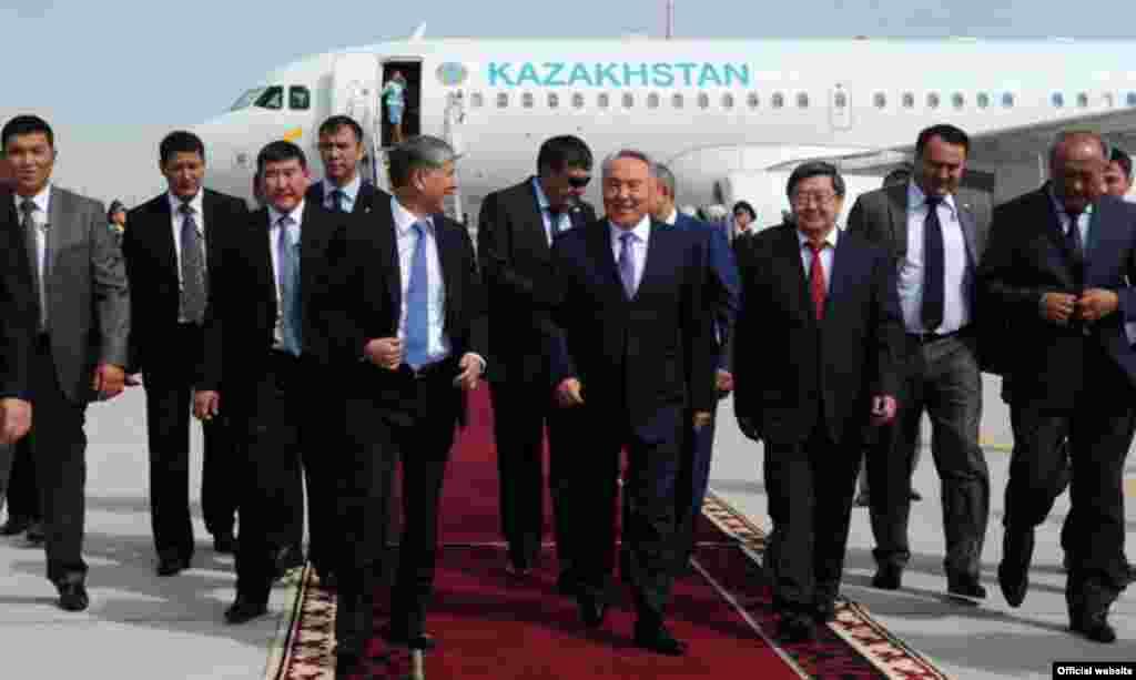 Первый после избрания Алмазбека Атамбаева президентом Кыргызстана визит Нурсултана Назарбаева в Бишкек. 22 августа 2012 года.