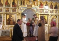Parishioners at New York's Chapel of St. Sergius of Radonezh (RFE/RL)