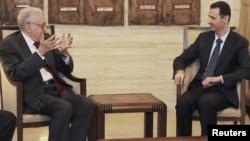 Syrian President Bashar al-Assad (right) with UN-Arab-League peace envoy for Syria Lakhdar Brahimi (file photo)