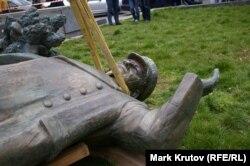 Statuia mareșalului Ivan Konev a fost înlăturată la Praga pe 3 aprilie 2020