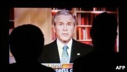 Буш из телевизора. Во Флориде слушают программную речь президента