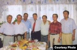 Бывший президент Кыргызстана Курманбек Бакиев (в центре) с братьями.
