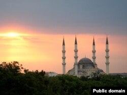 """Мечеть """"Эртогрул"""" в центре Ашгабата."""