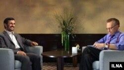 محمود احمدینژاد در یک مصاحبه تلویزیونی با شبکه سیانان در برنامه پربیننده لری کینگ