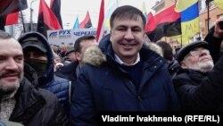 Михаил Саакашвили среди своих сторонников.