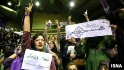 Сторонники Хасана Роухани во время его предвыборной кампании. Тегеран.