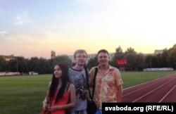 Крайні справа - Алег Багдзееў