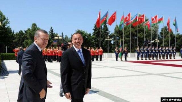 Azerbaijan - President Ilham Aliyev (R) meets with Turkish Prime Minister Recep Tayyip Erdogan, 27Jul2011.
