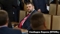 Депутатът от ДПС Делян Пеевски в пленарната зала на парламента