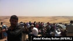 Сириядан Иракка качкан күрддөрдүн тобу. 19-август, 2013-жыл.