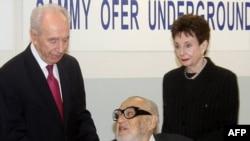 سامی عوفر (وسط) در کنار شیمون پرز (چپ)، رئیس جمهور اسرائیل