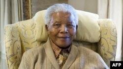 Оңтүстік африка Республикасының бұрынғы президенті Нельсон Мандела.