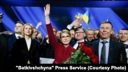 Керівник ВО «Батьківщина» Юлія Тимошенко (посередині) під час партійного з'їзду, на якому її було висунуто в кандидати на посаду президента України. Київ, 22 січня 2019 року