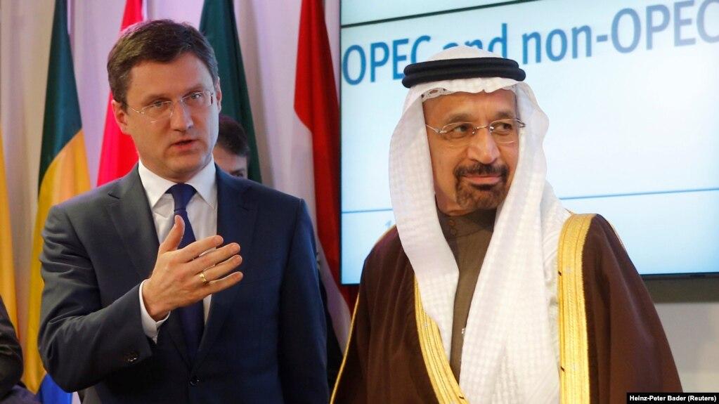 Russian Energy Minister Aleksandr Novak (left) and Saudi Arabia's Khalid al-Falih