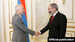 Armenian Prime Minister Nikol Pashinian (right) meets with Piotr Switalski, the head of an EU delegation visiting Yerevan on June 5.
