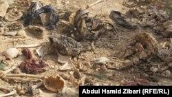 """Массовая могила езидов — жертв """"Исламского государства"""" в провинции Синджар, Ирак. В Синджаре до появления """"ИГ"""" проживали езиды"""