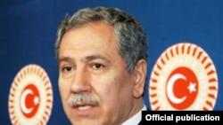 Вице-премьер Турции Бюлент Аринк гордится массовыми арестами