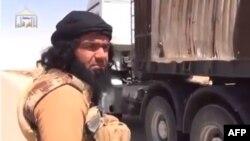 Кадр видеозаписи, на котором, предположительно, запечатлен главарь «ИГ» в Ираке Абу Вахиб.