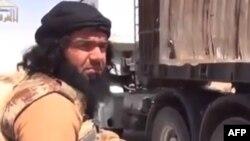 Ирактағы ИМ экстремистік тобы басшысы Әбу Уахиб делінген адамның бейнесі бар видеодан скриншот.