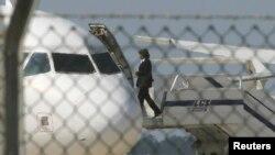 Захваченный египетский лайнер в аэропорту Ларнаки (29 марта 2016 года)