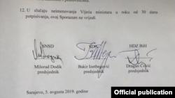 Завершальні переговори й підписання угоди відбулися в приміщенні делегації Європейського союзу в Сараєві, яка була посередником у довготривалих переговорах