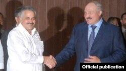 Дагабэрта Радрыгес і Аляксандар Лукашэнка на лётнішчы Хасэ Марці