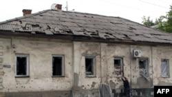 Иллюстративное фото. Один из районов Луганска. Июль 2014 года